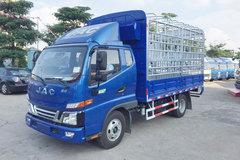 江淮 骏铃V3 120马力 3.85米排半仓栅式轻卡(HFC5041CCYP93K1C2V) 卡车图片