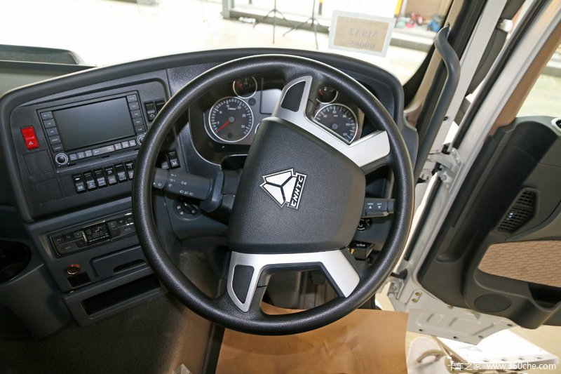 t7h 中国重汽 howo t7h重卡 440马力 10x4 载货车底盘(后提升) 驾驶室