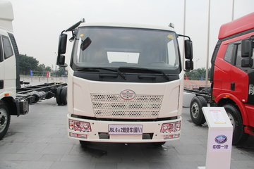 一汽解放 J6L中卡 复合型 220马力 6X2 7.7米栏板载货车(CA1190P62K1L7T3E4)