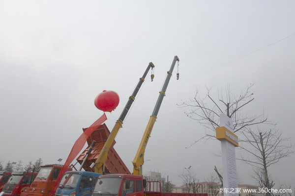 徐州解放底盘随车吊8吨吊机仅需31.5万