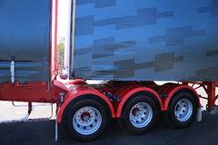 沃尔沃 新FH16重卡 600马力 6X4 牵引车(澳大利亚版三节全挂车)
