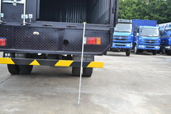 东风柳汽 乘龙M3中卡 180马力 4X2 7.7米厢式排半载货车(LZ5162XXYRAPA) 卡车图片