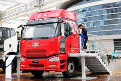 一汽解放 J6P重卡 2014款 390马力 6X4 LNG牵引车(CA4250P66T1A2E22M4) 卡车图片