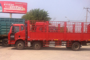 一汽解放 J6L中卡 复合型 220马力 6X2 8.2米仓栅式载货车(CA5190CCYP62K1L7T3E4)