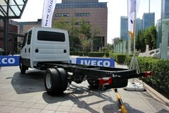 依维柯 新DAILY 170马力 双排封闭厢式货车底盘 卡车图片