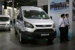 江铃汽车 新全顺 2017款 121马力 6座 中轴 2.0T柴油 中顶多功能商务车