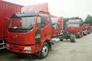 一汽解放 J6L中卡 220马力 4X2 9.7米厢式载货车底盘(CA5180XXYP62K1L7E5)