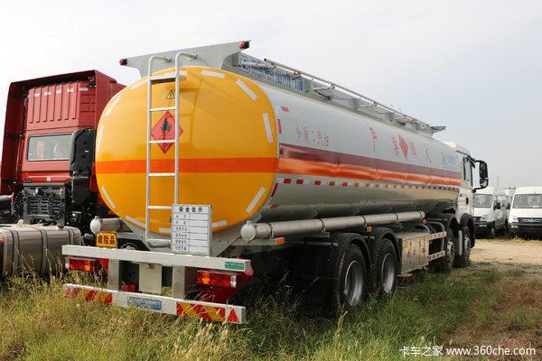货车高速上多次试图逼停危险品运输车网友:不要命了?