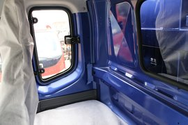 瑞沃E3自卸车驾驶室                                               图片