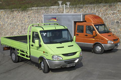 南京依维柯 欧霸 125马力 2.9米双排栏板轻卡 卡车图片