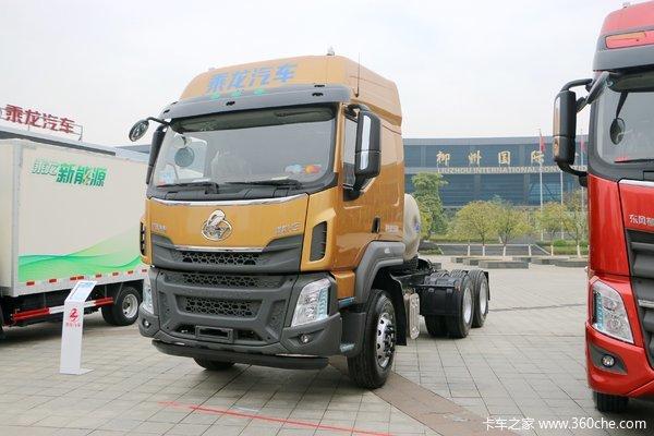 新车到店汉中乘龙H5400马力LNG牵引车