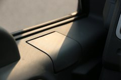 解放 J6F 4.5T 4.2米单排厢式纯电动轻卡(CA5046XXYP40L1BEVA84) 卡车图片