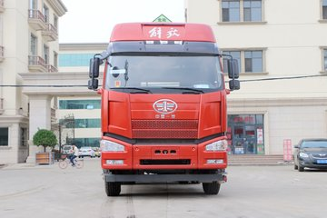 一汽解放 J6P重卡 质惠版 420马力 6X4危险品牵引车(457后桥)(CA4250P66K24T1E5Z)