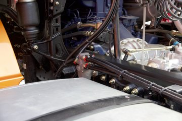 陕汽重卡 德龙X3000 青春版 550马力 6X4牵引车图片