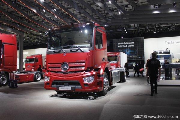 奔驰 新Actros 300马力 4X2载货车底盘(型号1830L NGT)