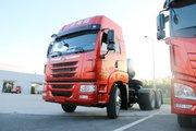 青岛解放 天V重卡 430马力 6X4 LNG牵引车(国六)(CA4250P2K8T1NE6A80)