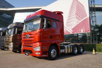 一汽解放 J7重卡 豪华型 550马力 6X4牵引车(火焰红)(CA4250P77K25T1E5)