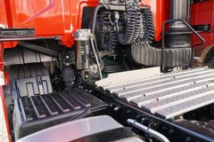 一汽解放 J7重卡 豪华型 550马力 6X4 AMT自动挡牵引车(火焰红)(CA4250P77K25T1E5) 卡车图片