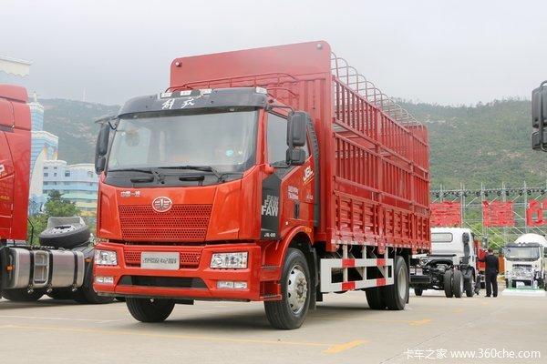 一汽解放 J6L中卡 2019款 质惠版 220马力 4X2 6.75米仓栅载货车(国六)