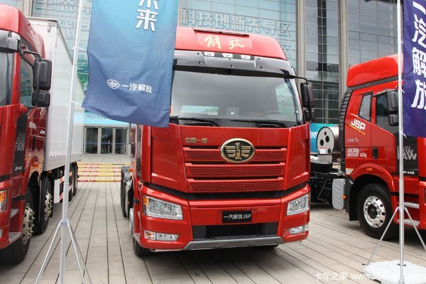 一汽解放 新J6P重卡 领航版 550马力 6X4牵引车(空悬)(CA4250P66K25T1A1E5)