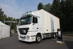 奔驰 Actros重卡 480马力 6X2 7.3米厢式载货车(型号2548L)