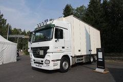 奔驰 Actros重卡 480马力 6X2 7.3米厢式载货车(型号2548L) 卡车图片