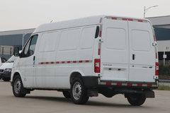 江铃汽车 特顺EV 商运型 5.7米纯电动长轴距厢式封闭货车(中顶)80.4kWh 卡车图片