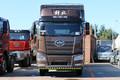 一汽解放 J6P重卡 320马力 6X2 9.4米仓栅式载货车(CA5250CCYP66K1L6T3E5)图片