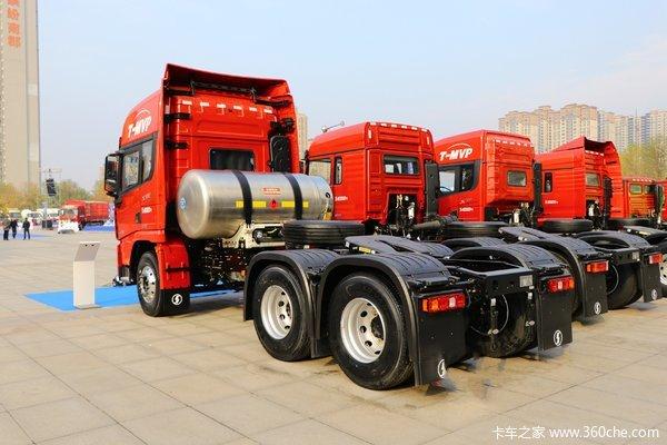 新车到店德龙X3000460马力LNG牵引车
