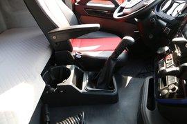悍V牵引车驾驶室                                               图片