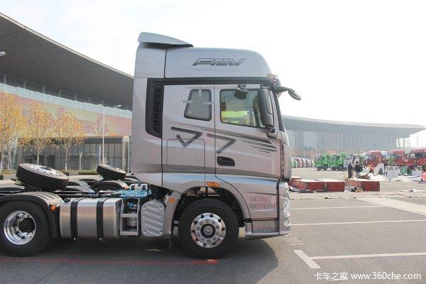 一汽解放 J7重卡 四季版 550马力 6X4 牵引车(液力缓速器)(CA4250P77K25T1E5)