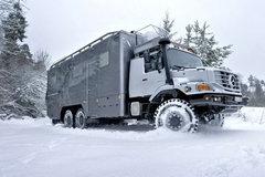 奔驰 Zetros重卡 326马力 6X6栏板载货车