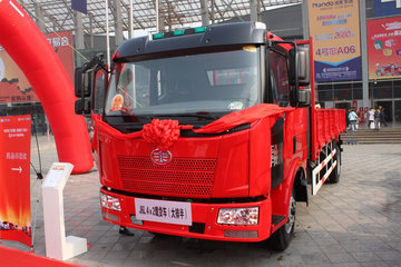 一汽解放 J6L中卡 领航版 180马力 4X2 6.8米排半栏板载货车(CA1160P62K1L3A1E4)