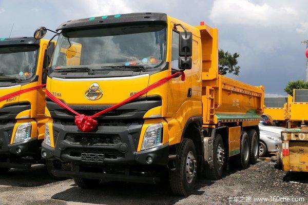 东风柳汽 乘龙H7 350马力 8X4 5.6米自卸车