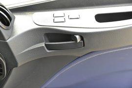 欧曼EST牵引车驾驶室                                               图片