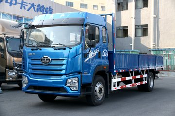 青岛解放 JK6中卡 220马力 4X2 6.8米栏板载货车