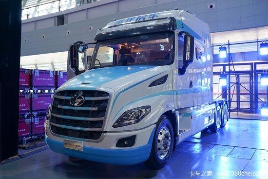 东风柳汽 乘龙T7L生活舱 600马力 6X4 AMT自动挡牵引车(国六)