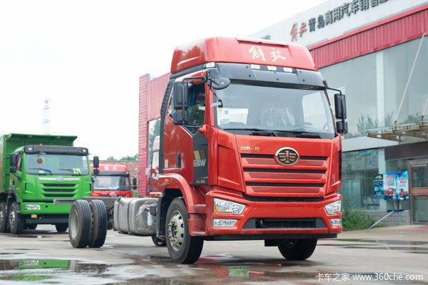 一汽解放 J6L中卡 2019款 240马力 4X2 6.75米仓栅式载货车(378后桥)(CA5180CCYP62K1L4E5)