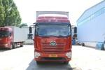 青岛解放 JK6中卡 220马力 4X2 8.3米翼开起厢式载货车(国六)(CA5180XYKP28K1L5E6A80)图片