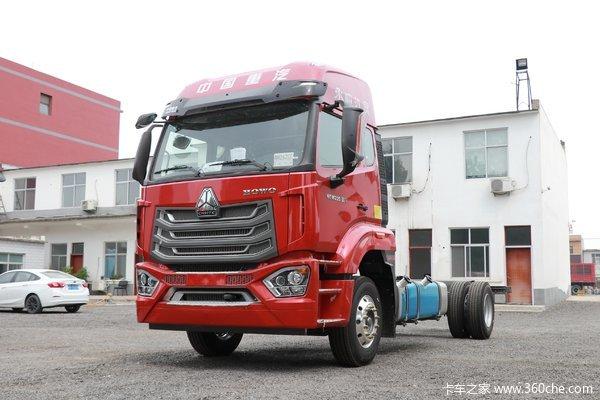 中国重汽 豪沃N5W中卡 轻奢版 220马力 4X2 6.75米栏板载货车(国六)