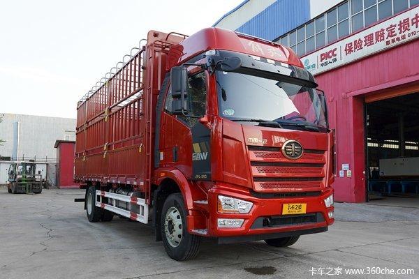 一汽解放 J6L中卡 尊享版 260马力 4X2 6.75米仓栅式载货车(国六)